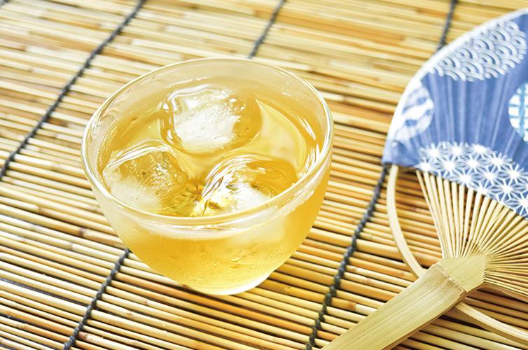 グラスに緑茶