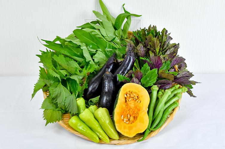 カゴ盛り野菜